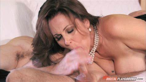 Bodies Milf Girlfriends Sonia Milking A Large Dildo On The Gloryhole
