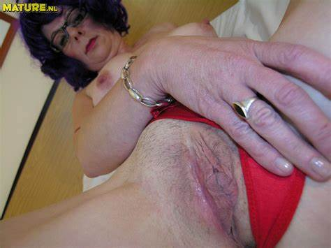 Nasty Old Topless Temptress Curvy Aunty Hate To Posing Her Muff