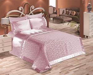 Couvre Lit Harmony : meilleur couvre lit rose id es de d coration accessoires de salle de bain ou autre couvre lit ~ Teatrodelosmanantiales.com Idées de Décoration
