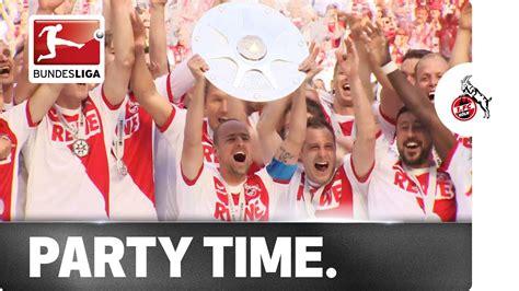 Bereits drei wochen zuvor wurde der premierenspieltag der neuen 3. Party Time for the Champions! Bundesliga 2 Winners Cologne Lift Trophy - YouTube