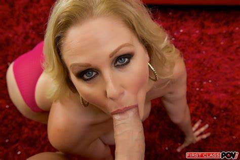 Knee Closed Doors With Julia Ann Julia Ann Expert Cocksucker On Her Spooning Giving A Blows