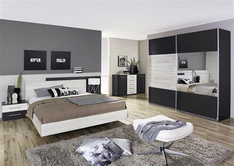 photo chambre adulte chambre adulte contemporaine chêne clair gris métallique