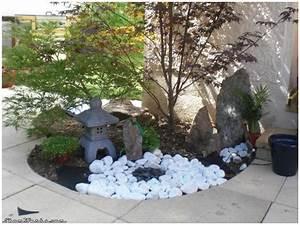massif avec cailloux amazing decoration jardin pierre With idee deco jardin avec cailloux