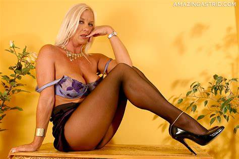 Passionate Nylons And Amazing Heels