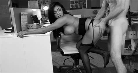Passionate Brunete Hottie Banged Roughly Her Puss On Cam