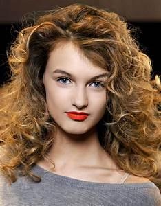 Coupe De Cheveux Bouclés Femme : coupe cheveux boucl s automne hiver 2016 cheveux boucl s ~ Nature-et-papiers.com Idées de Décoration