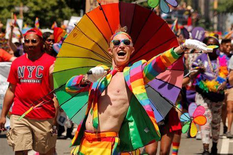 Junho é o mês do orgulho lgbt. Parada do Orgulho LGBT de NY é cancelada - Para Mocinhos