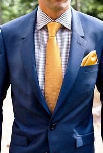 Chemise Homme Pour Mariage : cravate et pochette jaune pour illuminer un costume bleu marine cravate tie jaune pochette ~ Melissatoandfro.com Idées de Décoration