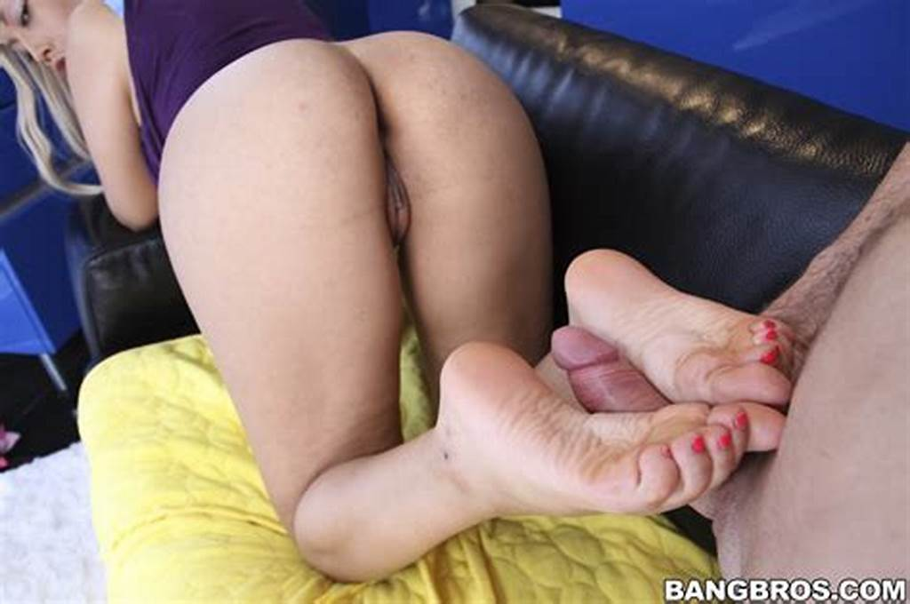 #Bridgette #B #Goes #All #Out #For #Feet #Fans