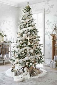 deco sapin blanc nos idees pour un arbre de noel reussi With salle de bain design avec location sapin de noel décoré