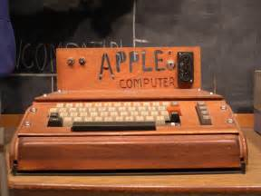 Apple+I:first-apple-computer-apple-1-with-home-made-wooden-case [ APPLE 1 ...