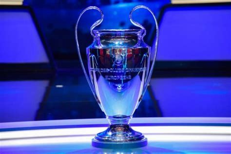 The uefa champions league is an annual club football competition organised by the union of european football associations and contested by t. Quando a Champions League volta após a fase de grupos?