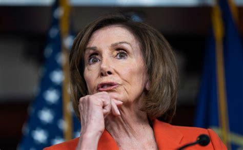 Pelosi demokrātiem privāti sacījusi, ka vēlas Trampu