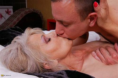Vintage Sex Of Older Woman Getting Her Boobs Sucked Movie