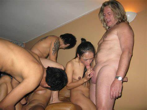 Selfies Gangbang Bathing Group