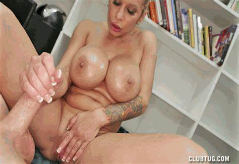 Handjob And Porn Get Organized By Latin Woman
