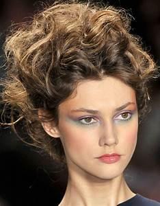 Coupe De Cheveux Bouclés Femme : coiffure avec cheveux boucl s automne hiver 2016 cheveux ~ Nature-et-papiers.com Idées de Décoration