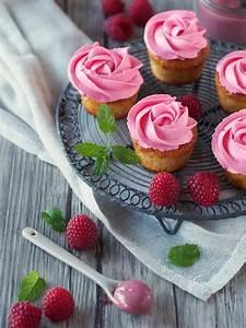 Cupcakes Mit Füllung : wie ein rosenstrau oder cupcakes mit himbeer curd f llung ~ Watch28wear.com Haus und Dekorationen