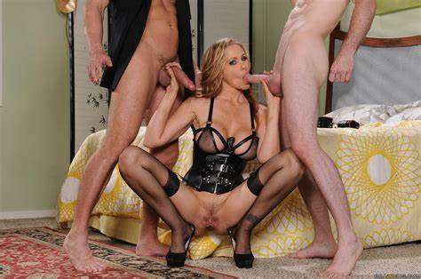 Knee Closed Doors With Julia Ann Julia Ann In Squats Closed Doors With