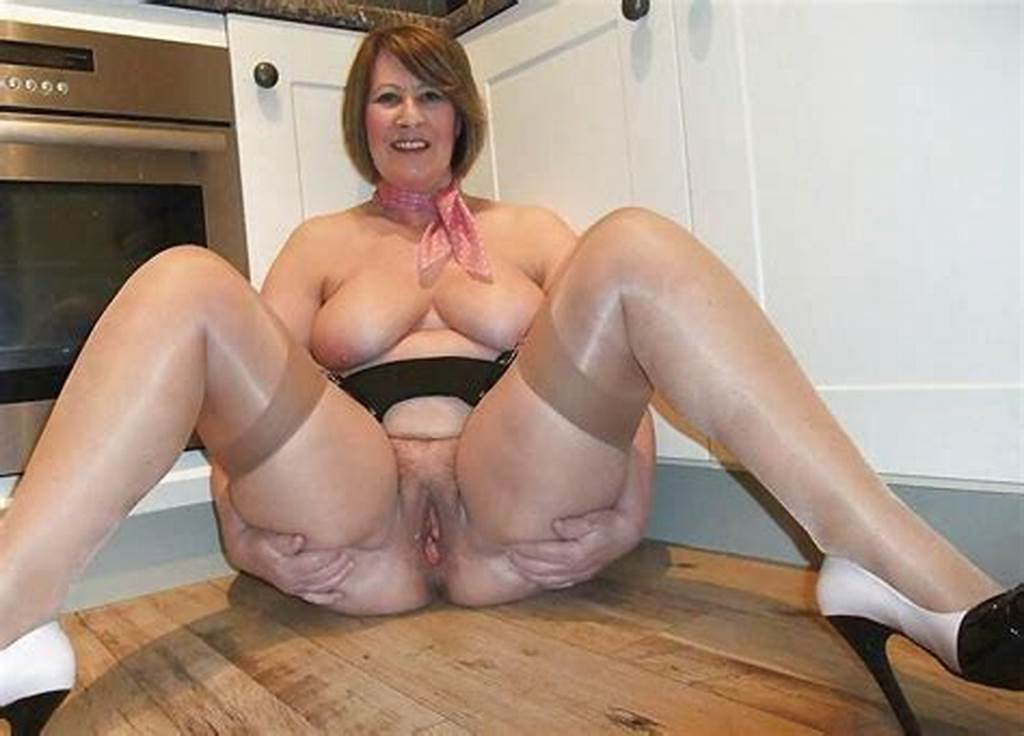 #Perky #Older #Mom #Shows #Her #Wrinkled #Pussy