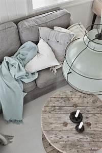 Plaid Canapé Gris : plaid canap gris interesting canap lit dcor multicolore plaids taie duoreiller coussin place ~ Teatrodelosmanantiales.com Idées de Décoration