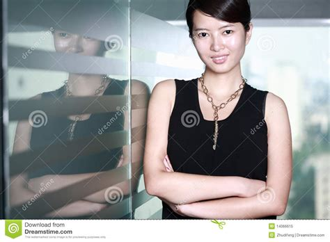 femme au bureau femme d 39 affaires au bureau image stock image du noir