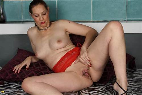 Sloppy Dutch Housewife Playing With Herself #Horny #Mature #Housewife #Playing #With #Her #Pussy