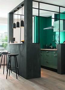 la verriere interieure une cloison tendance With plan de travail exterieur beton 6 cuisine blanche deco design et plafond avec poutres en chene