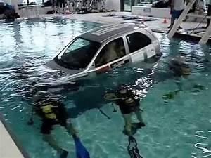 Rustine Piscine Sous L Eau : journ e voiture l 39 eau la piscine de mons 2 youtube ~ Farleysfitness.com Idées de Décoration