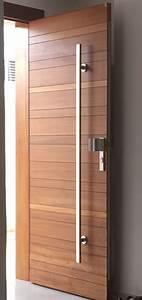 porte en bois massif iroko fixee sur des paumelles With poignet de porte design