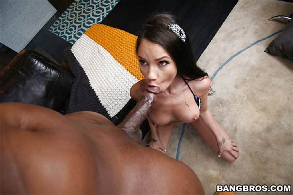 #Pretty #Slut #Raven #Bay #Takes #A #Cumshot #On #Her #Face #From #Big