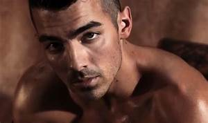 VIDEO: Joe Jonas Models Underwear in This Hot New Guess Ad ...