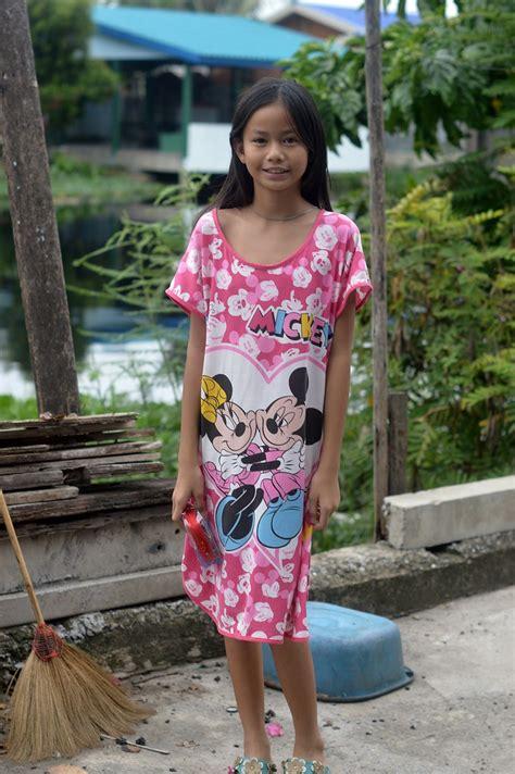 pretty preteen girl  foreign photographer