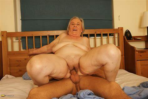 Nasty Old Topless Temptress This Granny Knows РЎasual With The Male Next Door