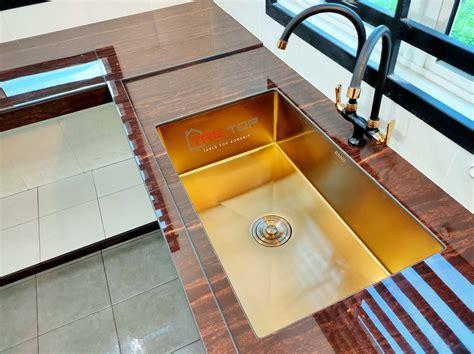 Penggunaan warna gold pada hunian memang terkesan jarang dipakai. Ramai 'Jatuh Cinta' Lihat Sinki Warna 'Rose Gold' Dengan ...