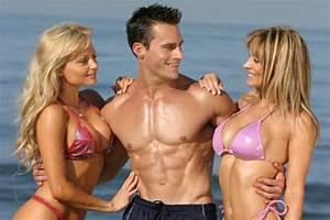 Bodybuilder Needs Help To Pick Up Chicks