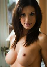 Brunette ladies pretty nude