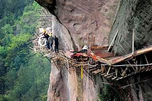 Chinese workers risk their lives to build road on cliff ...