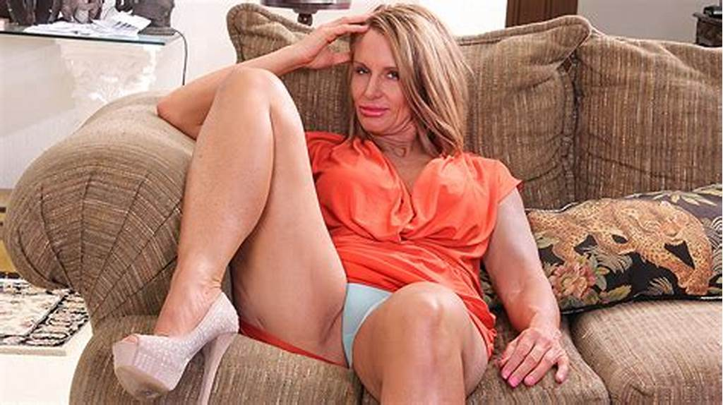 #Horny #American #Mom #Playing #With #Her #Wet #Pussy