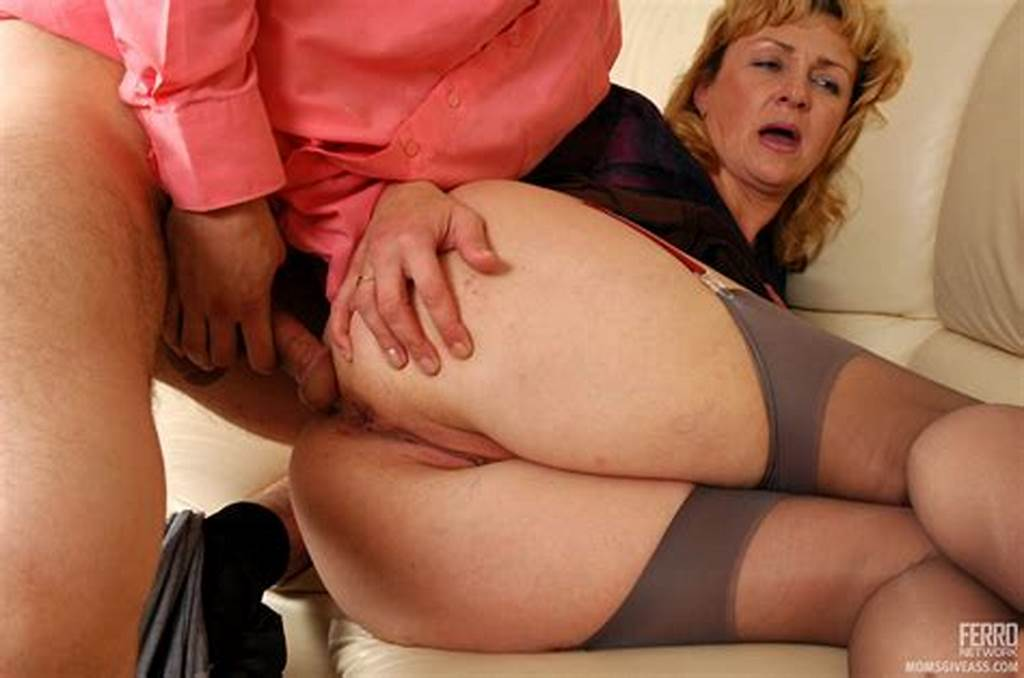 #Momsgiveass #: #Emilia&Silvester #Seductive #Mom #Gives #Ass
