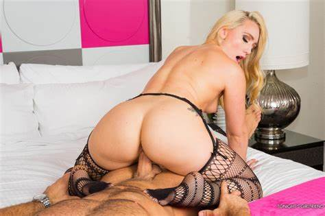 Escorting The Mommiesmommie Into Smothering Escort Aj Applegate Sits On His Face & Romantic Bbc