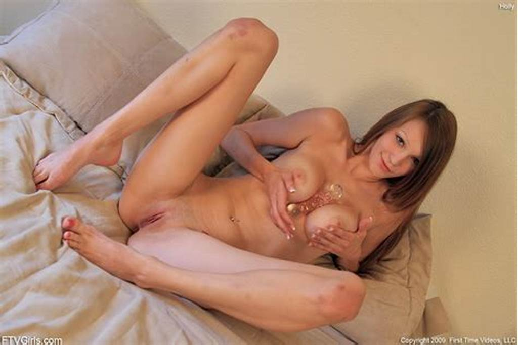 #Amateur #Teen #Holly #Plays #With #Her #Glass #Dildo