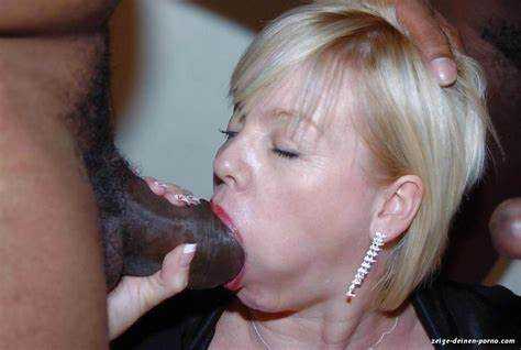 Lesbi Gorgeous Mature Deepthroats Sucking From