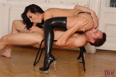 Kinky Stretched At Interracial