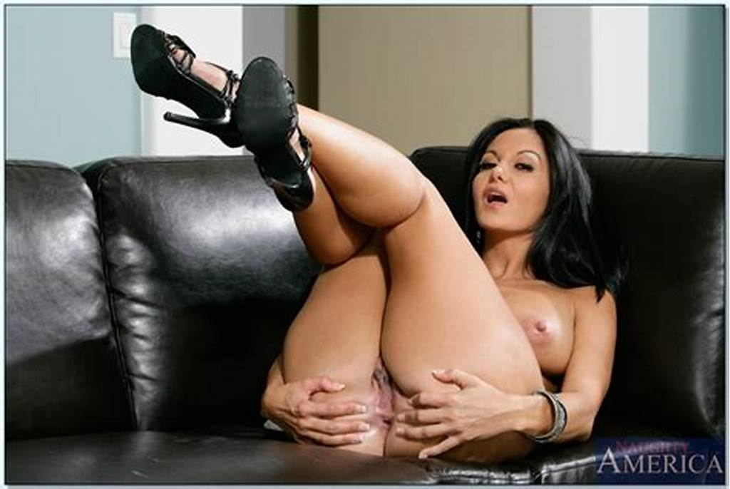 #Beautiful #Ava #Addams #Shamelessly #Shows #Her #Hot #Nude #Body