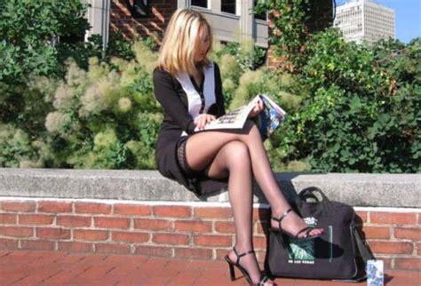 sans culotte au bureau awesome legs creepshot candid with