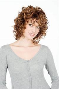 Coupe De Cheveux Bouclés Femme : cheveux mi long fris femme recherche google coupe ~ Nature-et-papiers.com Idées de Décoration
